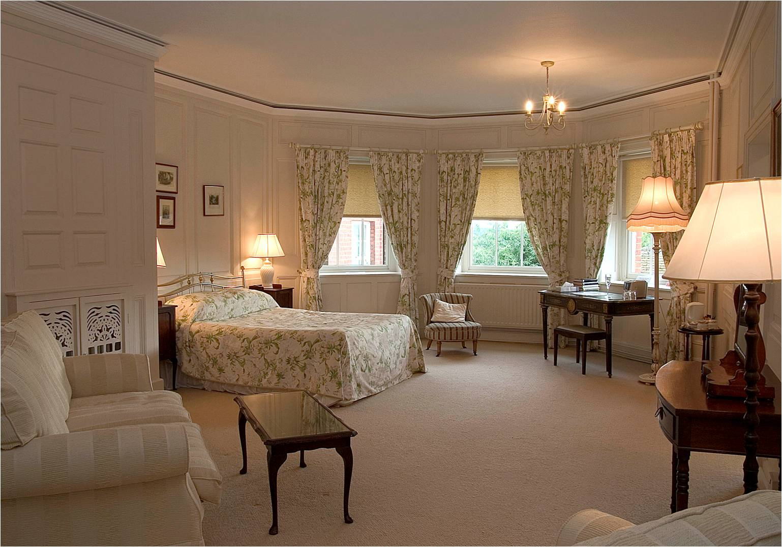 Kingsize guest bedroom at Cumberland Lodge