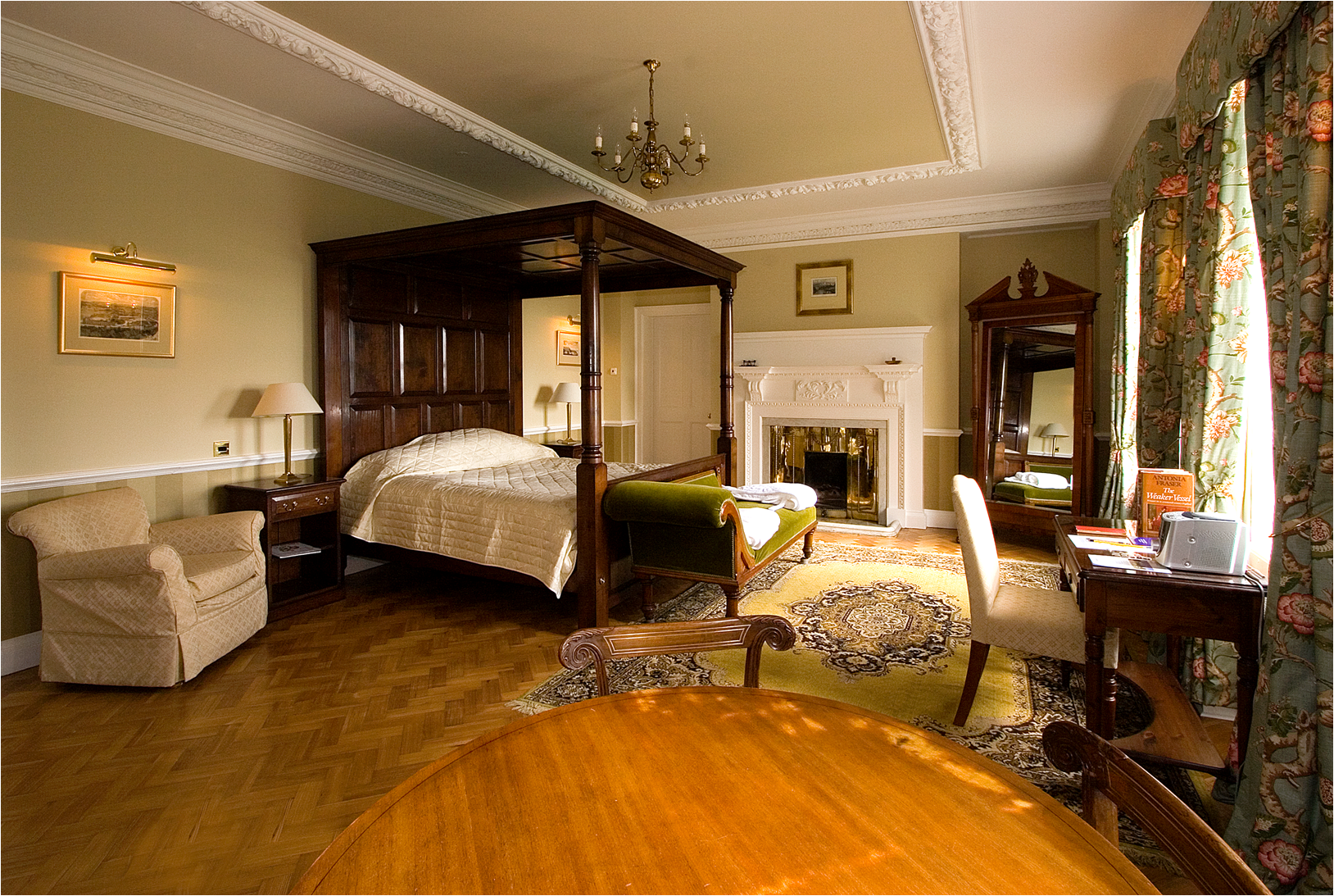 Four-poster bed at Cumberland Lodge (bridal suite)